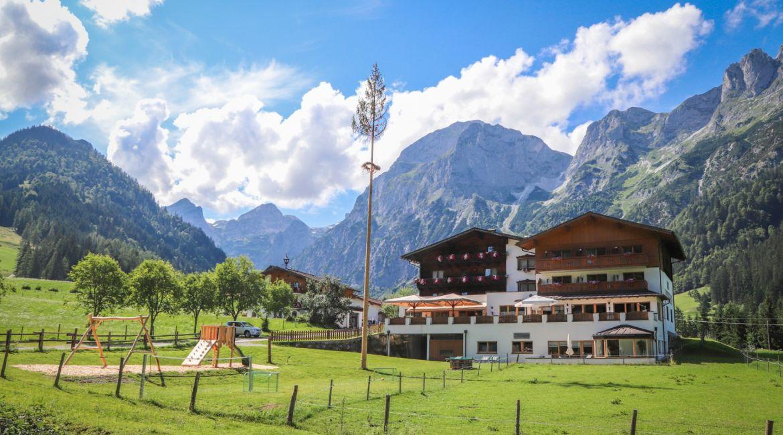Berghotel Lämmerhof*** in St. Martin im Tennengebirge im Sommer.