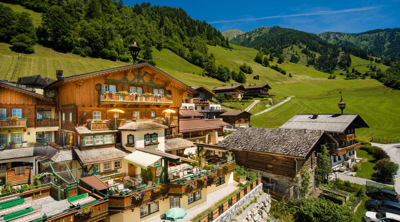 Landhotel Hauserbauer**** in Dorfgastein im Sommer