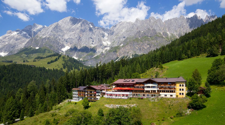 Hotel Bergheimat**** in Mühlbach am Hochkönig im Sommer.