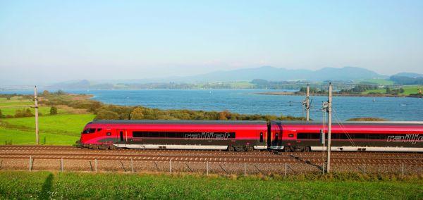 ÖBB Railjet im Sommer